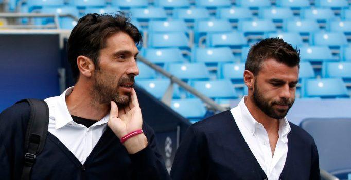 Barzagli dan Buffon Menangis Usai Italia Tersingkir