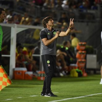 Chelsea coach Antonio Conte (C) gestures during their International Champions Cup (ICC) football match against Liverpool at the Rose Bowl Stadium in Pasadena, California on July 27, 2016.  Chelsea won 1-0. / AFP / Mark Ralston        (Photo credit should read MARK RALSTON/AFP/Getty Images)