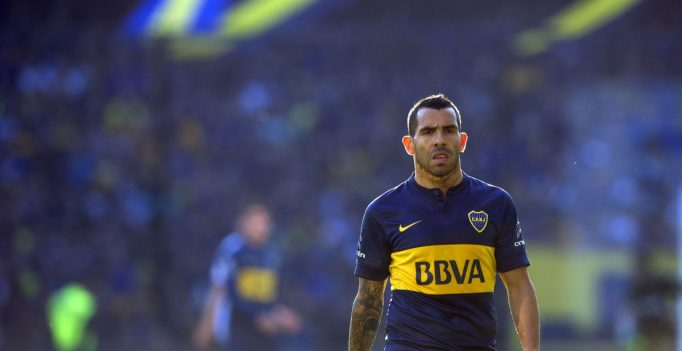 Boca Juniors' newly returned player Carlos Tevez gestures during their Argentina First Division football match at La Bombonera stadium in Buenos Aires, Argentina, on July 18, 2015. AFP PHOTO / ALEJANDRO PAGNI